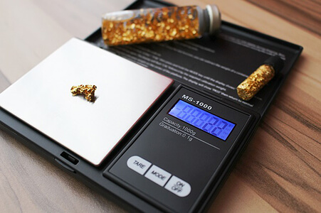 Pocket Scale Weighing Gold